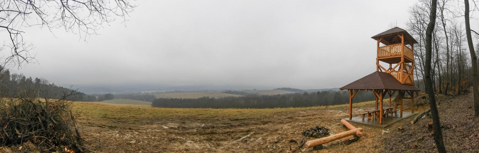 Rozhľadňa Kamena Hora-lavičky_1600x512