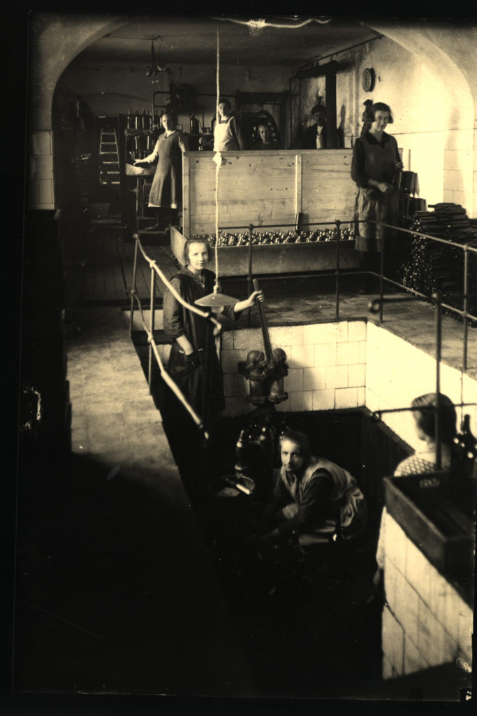 Stáčení minerální vody, 30.léta 20.st.