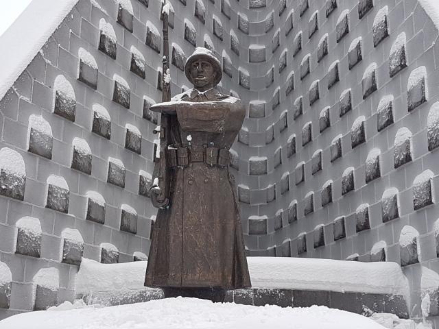 socha-vojaka-dukla